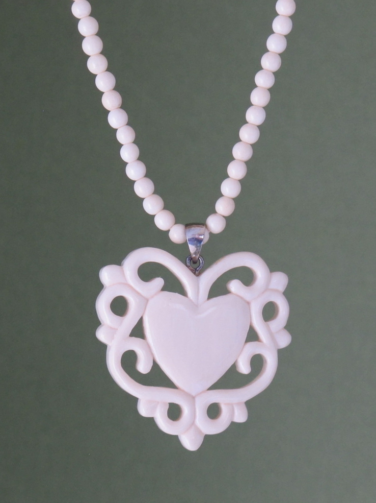 carved.heart.scroll.4